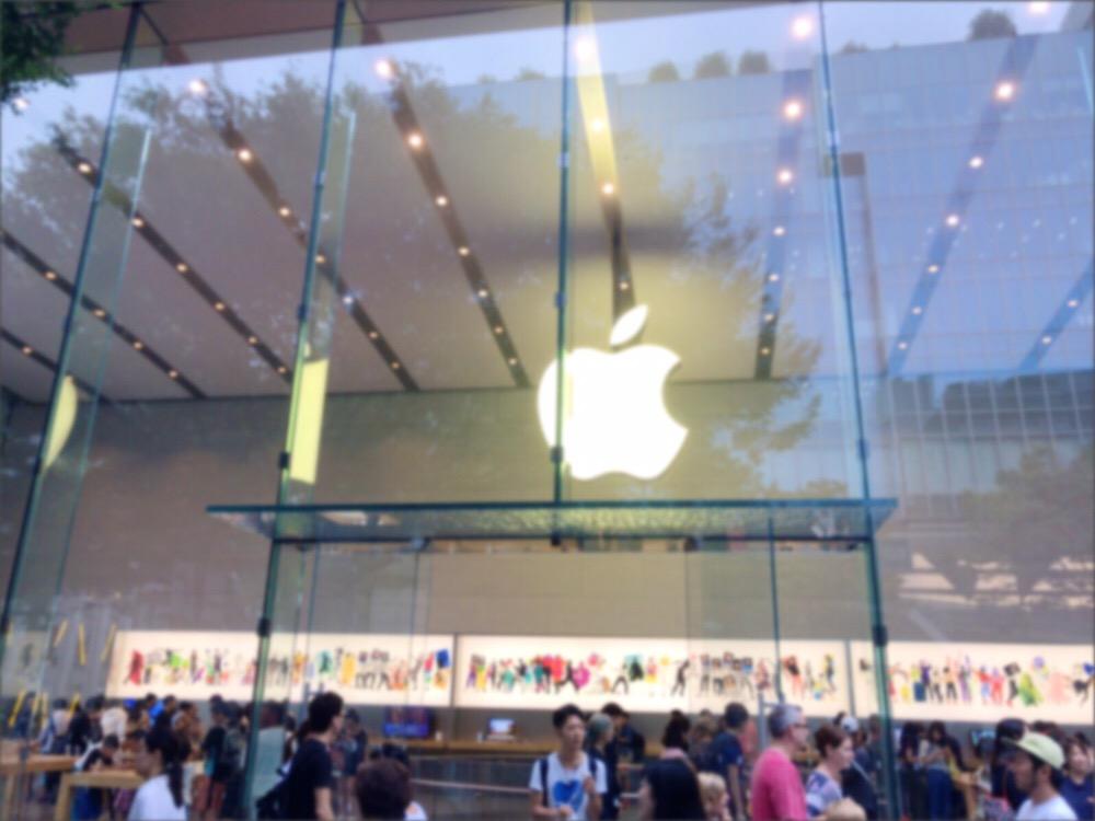 Apple Store 表参道の入り口